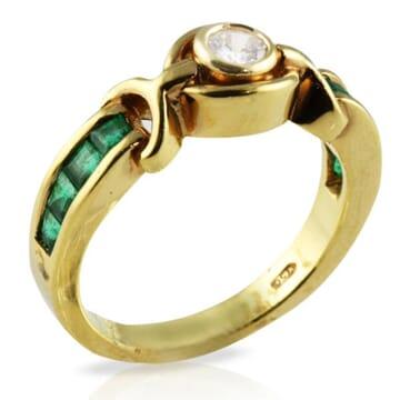 DIAMOND AND EMERALD 18K YELLOW GOLD RING