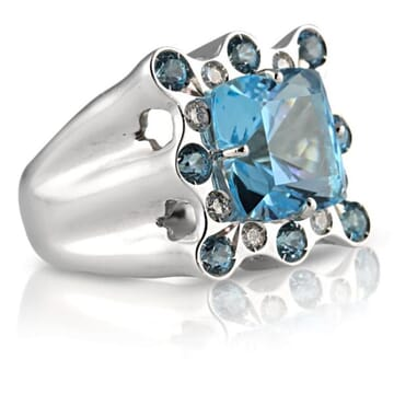 DIAMOND AND BLUE TOPAZ 18K WHITE GOLD RING